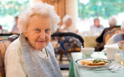 Las razones por las que no puedes darles el cuidado que necesitan a tus adultos mayores.