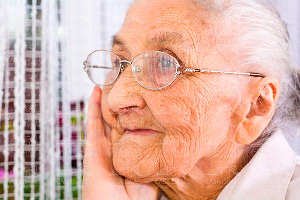 Mi mamá tiene 87 años y sufre Parkinson ¿Cómo la podemos ayudar?
