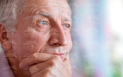 ¿A qué se deben los cambios de comportamiento en el adulto mayor?